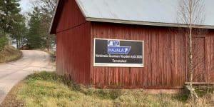 Vuoden kylä -kyltti näkyy110-tielle